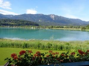 Der Faaker See ist bekannt für sein türkisgrünes Wasser. – Foto: Dieter Warnick
