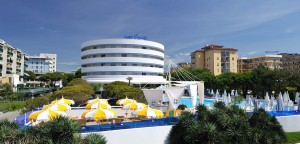 Das Hotel Corallo mit seiner charakteristischen Form. Foto: Hotel Corallo