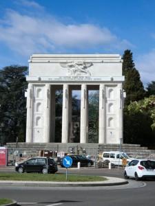 Das Siegesdenkmal eines der bedeutendsten Monumente aus der Zeit des Faschismus in Südtirol. - Foto: Dieter Warnick
