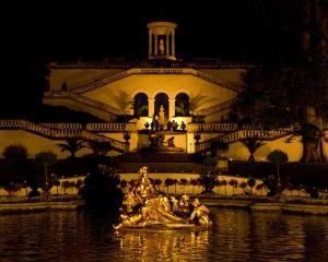 Der Park wird festlich illuminiert und das Wasserparterre von unzähligen Kerzen in sanftes Licht getaucht. - Foto: Bayerische Schlösserverwaltung / Chrisitan Misniks