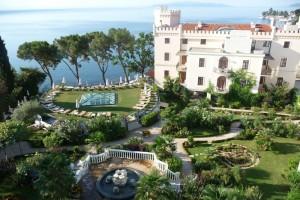 Der Garten des Adria-Relax-Resorts innerhalb des Hotels Miramar lädt zum Verweilen ein. – Foto: A.R.T.-Redaktionsteam