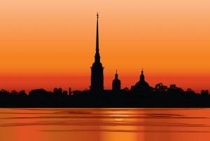Sonnenuntergang in St. Petersburg. Foto: © istock.com/Terriana