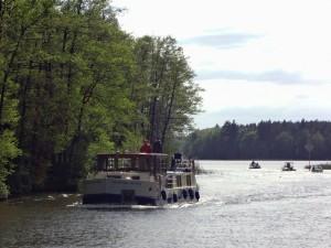 Hausboot-Gruß auf der Mecklenburgischen Seenplatte! Foto: Schiegl