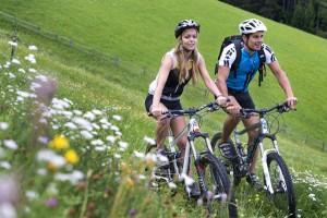 Radfahen, ob mit dem Tourenrad, dem E-Bike oder dem Mountainbike - ist in Südtirol ein Hochgenuss. - Foto: Tourismusverein Algund