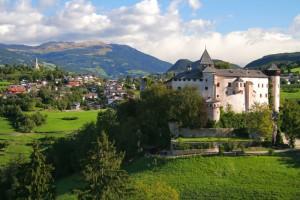 Das Ziel ist fast erreicht, Schloss Prösels in Reichweite. - Foto: Tourismusverein Tiers