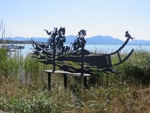 Ein Kunstwerk, das sich nahtlos in die Landschaft des Chiemsees bei Prien einfügt.