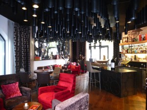 """Die stylische """"Lions Lounge"""" zählt mit ihrer exklusiven Auswahl an Drinks und feinen Zigarren zu einer der besten Bars Österreichs."""