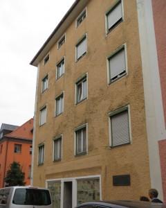 Mitten in der Altstadt Traunsteins ein leer stehendes, heruntergekommenes Haus, in dem der Schriftsteller Thomas Bernhard seine Kindheit verlebt hat.