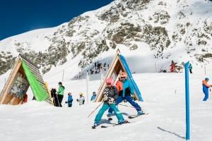 """Familienfreundlichkeit wird groß geschrieben; in Obertauern gibt es fünf Ski- eine Snowboard- und eine Langlaufschule. In der Spitzenzeit tummeln sich etwa 400 Skilehrer mit ihren """"Zöglingen"""" auf den Pisten. – Foto: Tourismusverband Obertauern"""