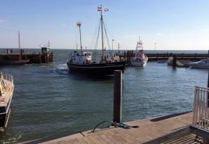Nach einer Kutter-Fahrt zurück in den Lister Hafen, zufrieden, dass man die Robben beobachtet hat, und hungrig.