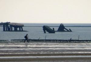Weder Seeungeheuer, noch Außerirdische tummeln sich im Wattenmeer zwischen Kampen und List, sondern Reste aus dem Zweiten Weltkrieg bekunden, dass auf Sylt die Invasion Großbritanniens geprobt wurde.