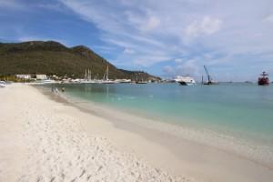 Sint Maarten: Auf der Insel warten 35 Traumstrände auf Sonnenanbeter.