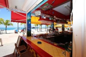 Sint Maarten: Unzählige Bars und Restaurants buhlen um die Gäste.