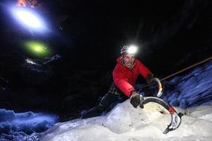 Grödnertal treffen sich am 14. Januar waghalsige Eiskletterer, wie, hier auf dem Bild, Armin Senoner. - Foto: Valgardena.it