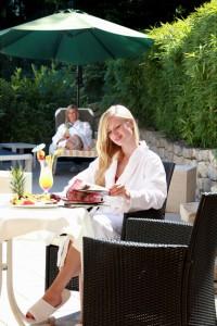 """Ein wenig Relaxen im Garten kann niemals schaden. - Foto: Logis-Hotel Landhaus """"Am Hirschhorn"""" Wilgartswiesen"""