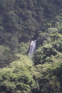 Es warten viele Wasserfälle auf der Insel.