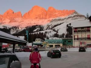 """Wenn der Rosengarten """"glüht"""", neigt sich ein herrlicher Skitag dem Ende. - Foto: Dieter Warnick"""