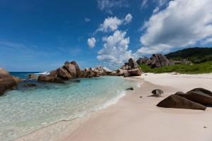 La Digue - hier der Strand Anse Marron - ist die viertgrößte Insel der Seychellen. - Foto: SeyVillas