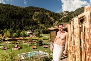Eine Sauna umringt von den mächtigen Berggipfeln und gewaltigen Gletscherzungen der Dolomiten  -  schöner kann man kaum Durchatmen.
