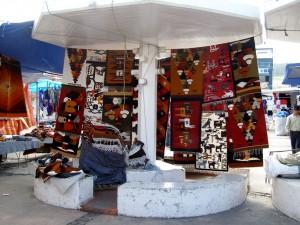 Farbeprächtige Webarbeiten sind in Ecuador überall zu finden.