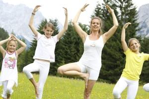 Yoga kommt bei Jung und Alt sehr gut an. - Foto: Leading Family Hotel & Resort Alpenrose