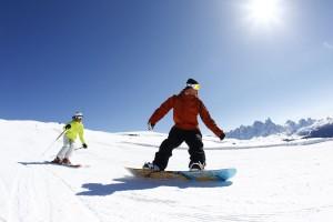 Alpinfahrer und Snowboarder finden auf den Pisten der Alpe Lusia beste Bedingungen vor. - Foto: Ralf Brunel