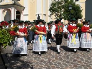 Traditionsbewusst sind die Ladiner allemal. – Foto: Val Gardena/Gröden Marketing