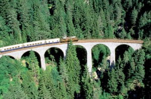 Aktionsreisen in Kult-Lokomotiven sind eine tolle Unternehmung. - Foto: Rhätische Bahn).