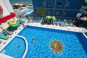 Der Pool - Spaß für die ganze Familie. Foto: Hotel Kennedy