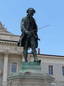 In Piran dreht sich (fast) alles um Giuseppe Tartini, der am 8. April 1692 in Piran geboren wurde. Der berühmteste Sohn der Stadt war ein italienischer Violonist und Komponist. – Foto: Dieter Warnick