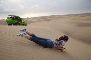 Sandboarden ist eine Sportart, die man in zahlreichen Wüstenregionen in Peru perfekt ausüben kann. - Foto: PromPerú