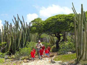 Kinder auf Tour im Arikok Nationalpark. Foto: Aruba Tourism Authority