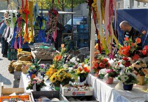 Ein Stand auf dem Johannesplatz, auf dem zweimal in Woche Markt ist.