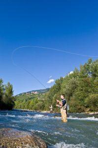 Fliegenfischen in der Passer. - Foto: Marketinggesellschaft Meran