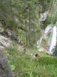 Der Aufstieg vom Johanneswasserfall zur Bundesstraße ist steil, aber auch für weniger Geübte durchaus machbar. Schwindelfrei sollte man trotzdem sein. - Foto: Dieter Warnick