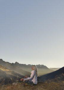 St. Anton am Arlberg ist Schauplatz des 1. Mountain Yoga Festivals und verwandelt sich von 1. bis 4. September mit der umliegenden Bergwelt zum besonderen Yogaraum. - Foto: TVB St. Anton am Arlberg / Patrick Säly