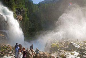 Für Kinder, die von allergischem Asthma geplagt sind, ist ein Aufenthalt bei den Krimmler Wasserfällen eine Wohltat. - Foto: Tourismusverband Krimml