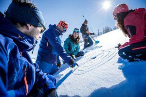 Hoch oben auf dem Stubaier Gletscher haben die Teilnehmer des Gletscher Testivals die Chance, neue Snowboards und Skier zu testen, die noch nicht im Handel erhältlich sind. Foto: SportScheck