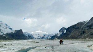 Eine angenehme Alternative zum Wandern in den Höhenlagen des Großglockners liefert das Gletscher-Trekking unterhalb seines Gipfels. - Foto: epr / Lust auf Camping