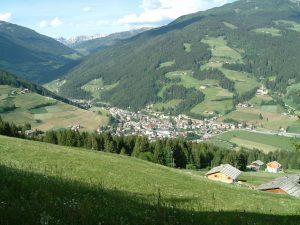 Umgeben von gesunden Wältern und saftigen Wiesen ist Sarthein die Heimat eines bodenständigen Bergbauernvolkes.