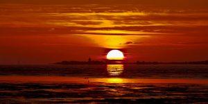 Sonnenuntergang am Wattenmeer, ein ganz besonderes Naturspektakel. - Foto: Nordseeheilbad Cuxhaven