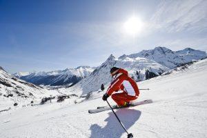 Zum Saisonbeginn am 9. Dezember können Galtür-Urlauber ihren personalisierten Skipass bequem von Zuhause aus bestellen und im Skigebiet angekommen direkt durchstarten. - Foto: TVB Paznaun-Ischgl / Silvapark Galtür