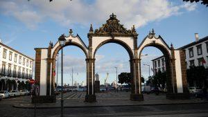 Das Stadttor von Ponta Delgada.
