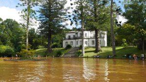 Im Terra Nostra Park kann man in 38 Grad heißem Wasser baden.
