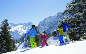 Das Skigebiet Dachstein West bietet Familien mit Kindern viele Sparangebote. - Foto: Bergbahnen Dachstein West / H. Raffalt
