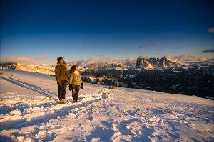 Mit auf dem Programm: Eine Winterwanderung mit Verkostung auf einem der ältesten Höfe Grödens. - Foto: Werner Dejor