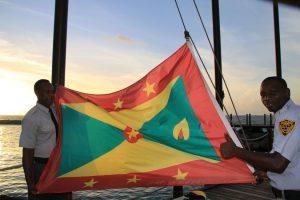 Die Muskatnuss ist auf Grenada ein Kulturgut! Sogar auf der Flagge des Inselstaates ist sie abgebildet.
