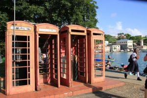 Die alten englischen Telefonzellen sind ein beliebtes Fotomotiv in St. Geroge's..