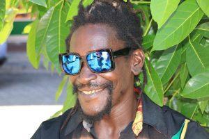 Gesichter Grenadas.