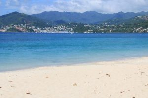 Mehr als 40 Traumstrände mit Puderzuckersand gibt es auf Grenada; ...
